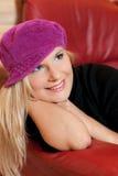 Hübsches Mädchen im rosafarbenen Hut Lizenzfreies Stockfoto