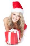 Hübsches Mädchen im Sankt-Helferhut mit rotem Geschenk Stockbilder