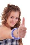 Hübsches Mädchen mit dem Daumen angehoben als Zeichen des Erfolgs stockfoto