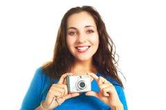 Hübsches Mädchen mit einer Kamera Stockfotografie
