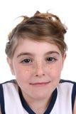 Hübsches Mädchen mit Freckles in athletischem Jersey stockbild