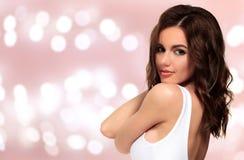 Hübsches Mädchen mit klarer und glatter Haut Lizenzfreies Stockfoto