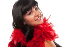 Hübsches Mädchen mit roter Feder-Boa Lizenzfreie Stockfotos