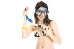 Hübsches Mädchen mit Unterwasseratemgerätausrüstung stockfoto