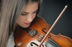 Hübsches Mädchen mit Violine Lizenzfreie Stockfotos