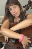 Hübsches Mädchen mit Violoncello Stockbilder