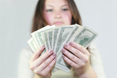 Hübsches Mädchen sagte das Geld Stockfotografie