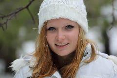 Hübsches Mädchen am Schneetag in Israel Stockfoto