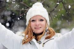 Hübsches Mädchen am Schneetag in Israel Lizenzfreie Stockfotos