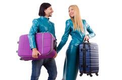 Hübsches Mädchen und Mann, die Koffer an lokalisiert hält Lizenzfreie Stockfotografie
