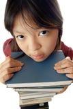 Hübsches Mädchen und Stapel Bücher Lizenzfreie Stockfotos