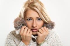 Hübsches Mädchen verstaute herein Pelz Lizenzfreies Stockfoto