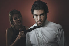 Hübsches Modemannporträt mit dunklen Tönen Lizenzfreies Stockfoto
