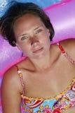 Hübsches Pool-Mädchen stockbilder