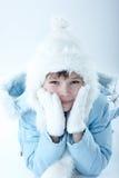 Hübsches Wintermädchen stockfoto