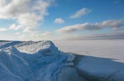 Hügel auf dem Ufer von Baikal stockfoto