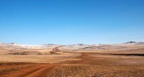 Hügel bedeckte trockenes Gras lizenzfreie stockfotografie