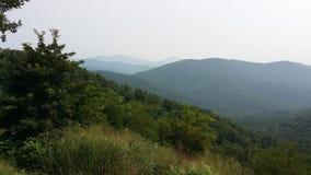 Hügel der blaues Ridge-Berge entlang Skylinen fahren Stockfotografie