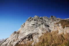 Hügel mit blauem Himmel Stockfoto