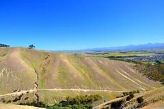 Hügel mit trockenem Gras Lizenzfreie Stockfotos