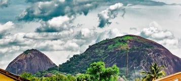 Hügel Olosunta und Orole von Ikere Ekiti stockbilder