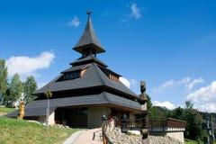 HÜGEL SOLAN, BERGE MORAVIAN BESKYDY, TSCHECHISCHE REPUBLIK, im September 2011 - neuer moderner Glockenturm auf dem Hügel Solan Lizenzfreies Stockfoto