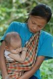 Hügel-Stamm-Mutter und Kind Lizenzfreie Stockbilder