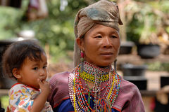 Hügel-Stamm-Mutter und Kind Stockfotos