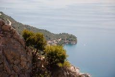 Hügel und adriatisches Meer, Dalmatien, Kroatien Stockfoto