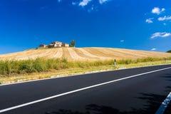 Hügel und Felder in Toskana Stockfotos