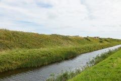 Hügel und Kanal Lizenzfreie Stockfotografie
