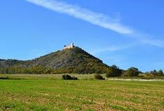 Hügel und Ruine Stockfotos