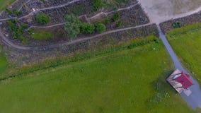 Hügel von Kreuzen nahe Siauliai, Litauen Panoramisches obenliegendes aer lizenzfreie stockfotografie