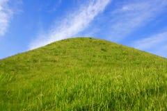 Hügelgräber des alten Grabs Stockbilder