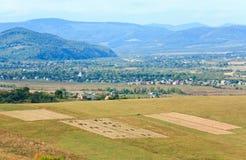 Hügelige Landansicht des Herbstes Stockbilder