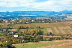 Hügelige Landansicht des Herbstes Stockfotografie