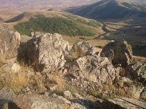 hügelige Landschaft von Klippen Stockfotografie