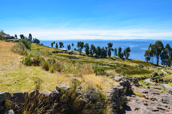 Hügeliges Dorf auf Taquile-Insel im Titicaca See, Puno, Peru Stockfotografie