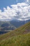 Hügeliges Gelände von Bergen Stockbild