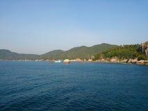 Hügellandschaftsseeozean Thailand lizenzfreies stockfoto