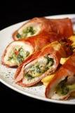 Hühnchenbrust angefüllt mit Brokkoli und Käse Stockfotos
