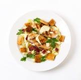 Hühner-Caesar-Salat von oben Lizenzfreie Stockbilder