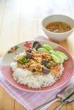 Hühner-, Hühnerblutgelee und Garnelenaufruhr braten mit Reis Stockbilder