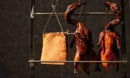 Hühner sollten für Abendessen sich vorbereiten lizenzfreies stockfoto
