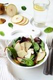 Hühner-und Birnen-Salat Stockbild