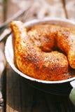 Hühnerbeine gewürzt durch spezielle Gewürzmischung Lizenzfreies Stockfoto