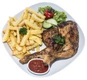 Hühnerbeine mit Chips (auf Weiß) Lizenzfreies Stockbild