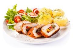 Hühnerbrust, Kartoffeln und Gemüse Stockfotografie