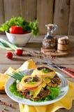 Hühnerbrust mit Pilzen und Käse Lizenzfreies Stockbild