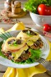 Hühnerbrust mit Pilzen und Käse Lizenzfreie Stockbilder